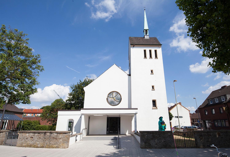 Christus Kirche Ahaus mit neuemFenster